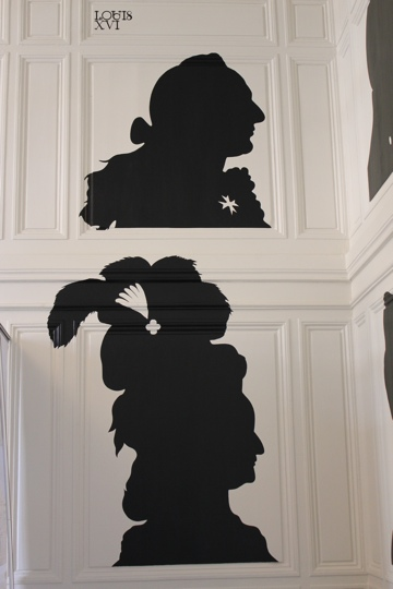 Silhouettes in the waiting room at the Palace of Versailles